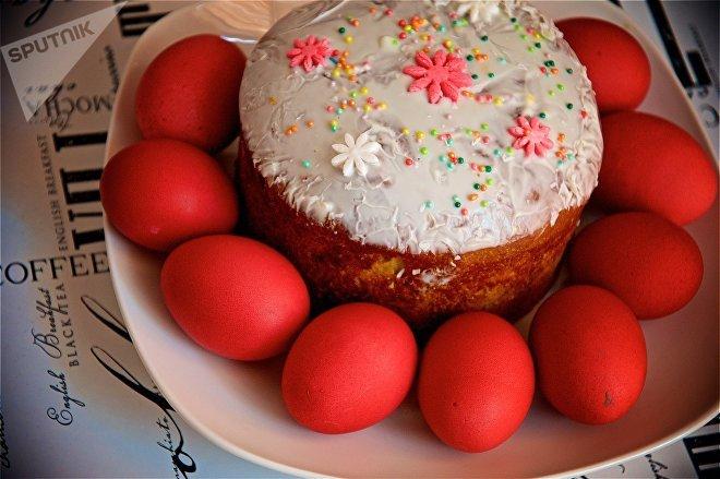 Пасха и крашенные пасхальные яйца
