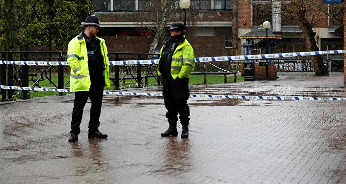 Офицеры полиции в Солсбери, где были найдены отравленными Сергей Скрипаль и его дочь Юлия
