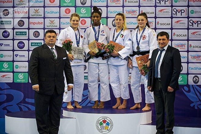 Грузинская дзюдоистка, 17-летняя Мариам Чантурия (на подиуме справа), завоевавшая бронзу на Гран При в столице Грузии в категории до 70 кг