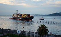 Батумский порт - судно на рейде