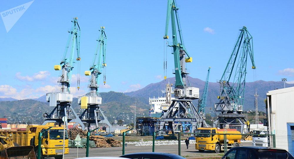 Портовые краны в Батумском порту