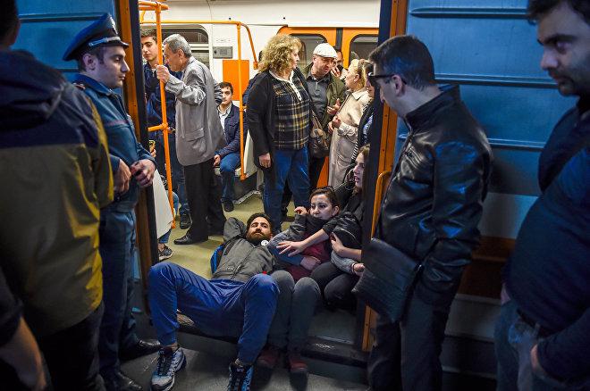 Ситуация на станции метро Еритасардакан (16 апреля 2018). Ереван