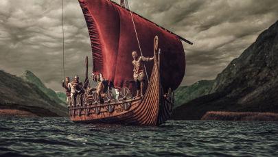 Группа викингов на корабле